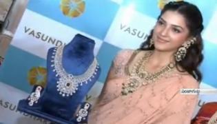 Actress Mehreen Pirzada Inaugurates Vasundhara Diamond Roof Expo - Sakshi