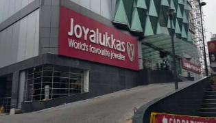 it raids on joyalukkas jewellery showrooms - Sakshi