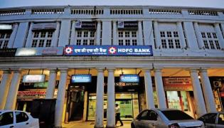 HDFC Bank becomes first Indian bank to cross Rs5 trillion - Sakshi