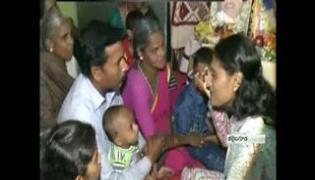 YS Sharmila Visits Anjaiah Family - Sakshi
