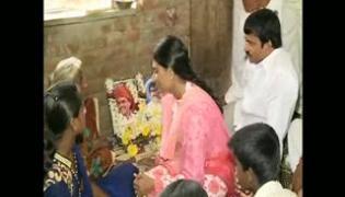 YS Sharmila paramarsha yatra third day in warangal district - Sakshi