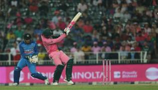 Heinrich Klaasen Steps Outside The Pitch To Hit Yuzvendra Chahal For Four - Sakshi