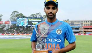 Bhuvneshwar Kumar Becomes First Indian Pacer To Take Five wickets In T20Is - Sakshi