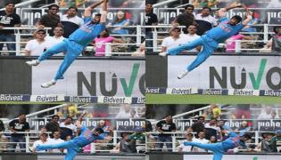 unbelievable fielding by Bumrah in first t20 against south africa - Sakshi