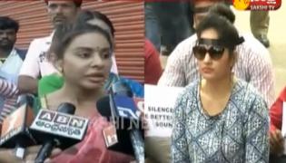 Madhavi Latha silent protest supporting Pawan Kalyan - Sakshi