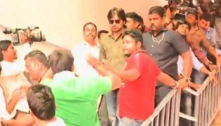 Pawan Kalyan sets 24-hr deadline for Film Chamber - Sakshi