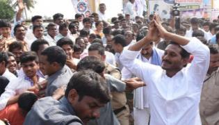 Chappidipalle People Support to YS Jagan Padaytra - Sakshi