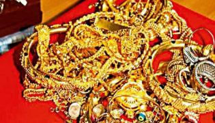 Relatives Jewelry theft at wedding home - Sakshi