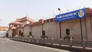 Mayawati Says Cant Vacate Bungalow, Its A Memorial Amid Eviction Drive - Sakshi