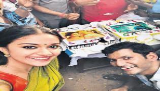 Vishal, Keerthi Suresh celebrate Mahanati & Abhimanyudu success - Sakshi
