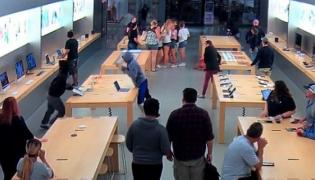 Rs.19 lakh worth of Apple products stolen from Apple Store in Califorrnia - Sakshi