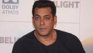Salman Khan Spotted At A Dubai Mall But No One Identify Him - Sakshi