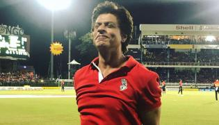 Shah Rukh Khan dances with cheerleaders at CPL 2018 - Sakshi