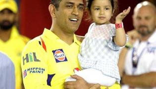 Dhoni, Ziva Busy Using Their Respective Gadgets Will Melt Your Heart - Sakshi