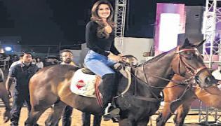 Kriti Sanonbrushes up her equestrian skills for Panipat - Sakshi