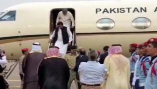 Imran khan Use VVIP Flight For Saudi Tour - Sakshi