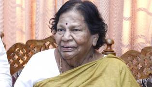 Manchu Mohan Babu's mother passes away - Sakshi