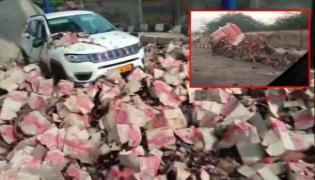 Truck Rams Toll Plaza In Rajasthan,Caught On CCTV - Sakshi