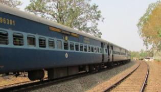 Robbery in Yeshwantpur Express Train - Sakshi