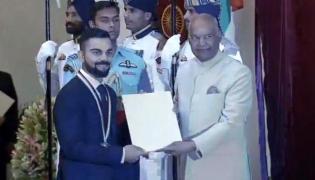 Virat Kohli Receives Rajiv Gandhi Khel Ratna Award From President Ram Nath Kovind - Sakshi
