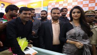 Keerthi Suresh in guntur to open happi mobile store - Sakshi