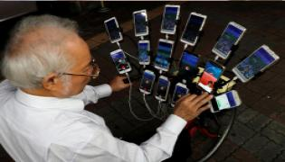 Taiwanese Pensioner Set Up a 15 Phone Rig On His Bicycle To Play Pokemon Go - Sakshi