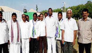 Sugar Farmers Meet YS Jagan In Praja Sankalpa Yatra - Sakshi