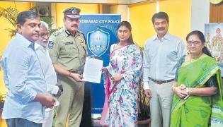 Police Notices Served To 12 Websites For Rumours On Ys Sharmila - Sakshi