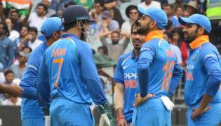Australia All Out at 230 Runs, India Need 231 Runs To Win - Sakshi