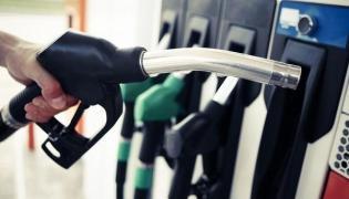 Petrol, diesel prices rise on Saturday - Sakshi