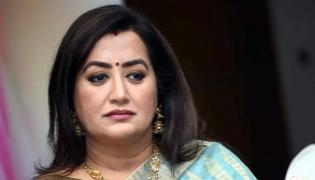 Actress Sumalatha Ambareesh Offers Land To Martyred Guru - Sakshi