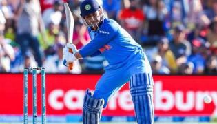 Dhoni declared fit for fifth ODI - Sakshi