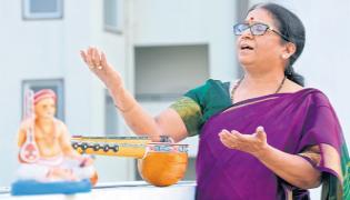 Classical music therapy says Dr. Meenakshi Ravi of Karnataka - Sakshi