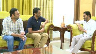 Yatra Team Meets YS Jagan - Sakshi