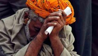 UP Farmer Tells Yogi Adityanath as He Returns Rs 2000 Received from PM Scheme - Sakshi