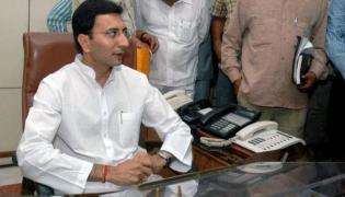 Rahul Gandhi offers Lucknow ticket to Jitin Prasada - Sakshi