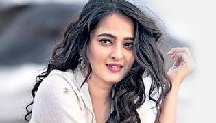 Anushka to replace Nayanthara in Ponniyin Selvan - Sakshi