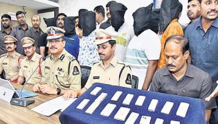 Boy Informed Robbery Case in Hyderabad Old City - Sakshi