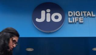 Jio May Increase Prices of its Recharge Packs - Sakshi
