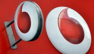 Vodafone vs Airtel vs Jio Top prepaid plans with 365 days validity - Sakshi