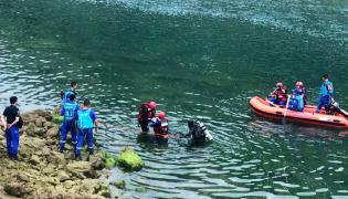 10 dies after Boat capsizes in China - Sakshi