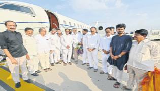 Telangana CM KCR arrives at Tirumala for worship - Sakshi