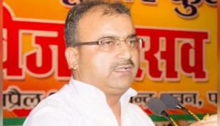 How Many Wickets Bihar Minister At Meeting On Child Deaths - Sakshi