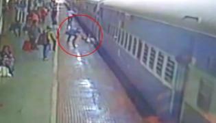 A Man Survives After He Fells Between Moving Train And Platform - Sakshi