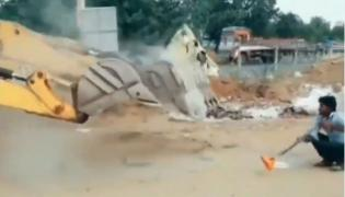 Tiktok Video of JCB Machines Doing Naagin Dance - Sakshi