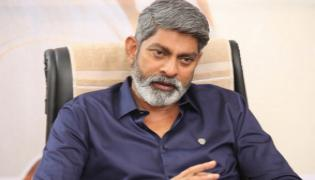 Jagapathi Babu Clarifies On Mahesh Babu Movie Sarileru Neekevvaru - Sakshi