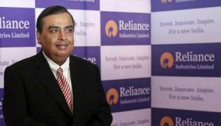 Reliance Industries Friday Announced Better Financial Results - Sakshi