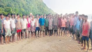 Kuchuluru Tribes Helping Hand to the Devipatnam Boat Capsize victims - Sakshi