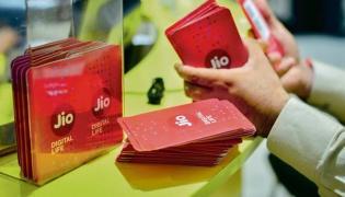 Reliance Jio tops 4G download speed in August TRAI - Sakshi