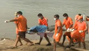 Another Eight Dead Body Found At Godavari - Sakshi